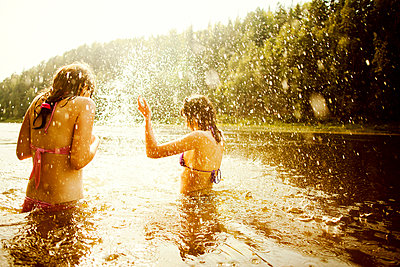 Girls splashing together in lake - p555m1420521 by Aliyev Alexei Sergeevich