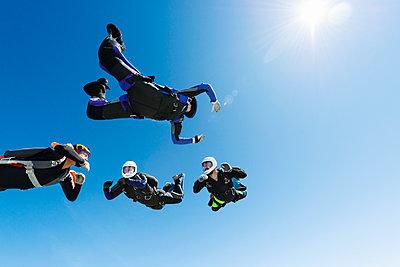 Sky-divers in air - p312m993196f by Hans Berggren