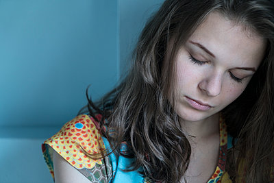 Junge Frau - p427m1540325 von R. Mohr