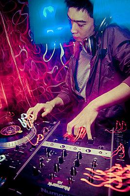A DJ plays dubstep at Amazon Bar in Hanoi, Vietnam, Asia - p934m832502 by Dominic Blewett