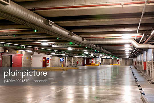 Interior view of an empty parking garage in Florence, Italy during the Corona virus crisis. - p429m2201870 by Innocenti