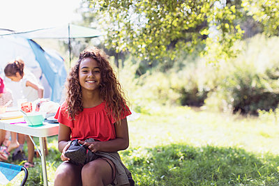 Portrait happy girl at campsite - p1023m2066675 by Sam Edwards