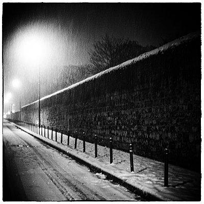 Straße bei Nacht - p567m901535 von Alexis Bastin