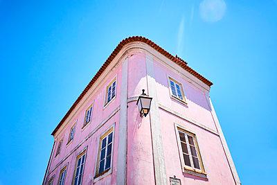 Villa in pink colours - p851m2110835 by Lohfink