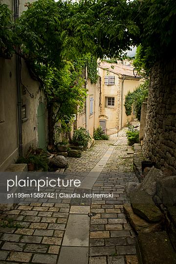 Gasse in der Provence - p1199m1589742 von Claudia Jestremski