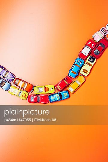 Bunte Autos - p464m1147055 von Elektrons 08