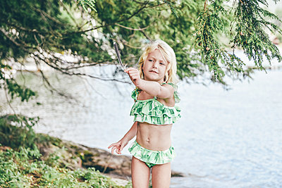 Little girl at the lake - p1086m2149643 by Carrie Marie Burr