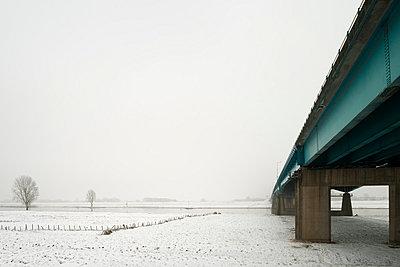 Freeway bridge in snowy landscape - p429m817458 by Mischa Keijser