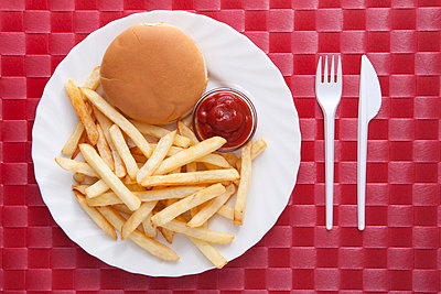 French fries with burger - p4541067 by Lubitz + Dorner