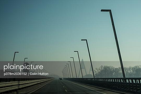 p378m2036152 von Colin Hutton