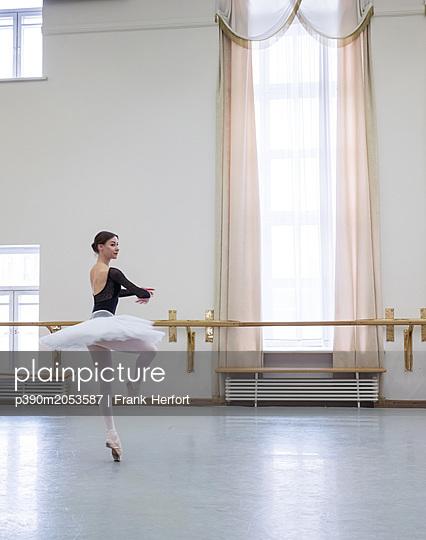 Ballet Training - p390m2053587 by Frank Herfort