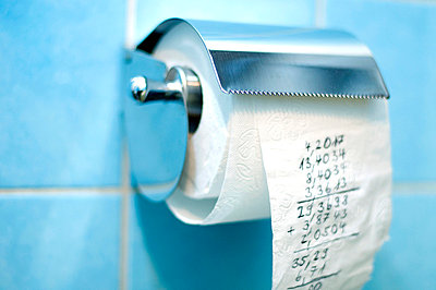 Calculation on a roll of toilet paper - p4902816 by Yasmin Obst