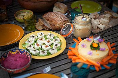 Vegetarian buffet - p1007m959631 by Tilby Vattard