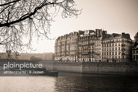 Quays of the Seine and Ïle Saint-Louis. Paris. France. Europe. - p813m1214762 by B.Jaubert