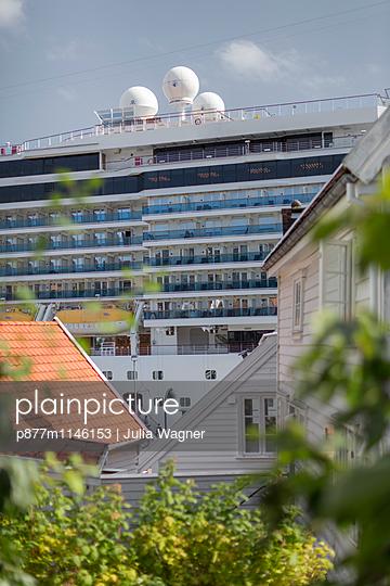 Landgang, Stavanger 1 - p877m1146153 von Julia Wagner