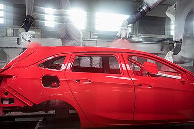 Robot paint spraying car bodies in car factory - p429m2136628 by Monty Rakusen