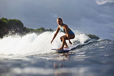 Indonesia, Bali, woman surfing - p300m1205299 by Konstantin Trubavin