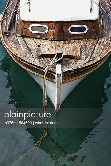 Fischerboot im Hafen - p375m1564620 von whatapicture