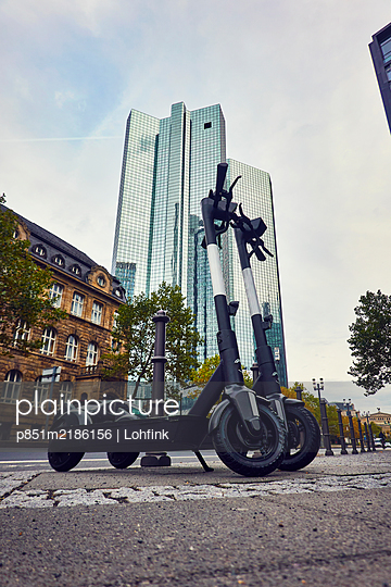 Germany, Deutsche Bank building in Frankfurt - p851m2186156 by Lohfink