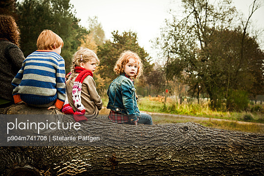 Sitting on a tree trunk - p904m741708 by Stefanie Päffgen