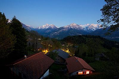 Blick in die Berge - p606m1462392 von Iris Friedrich