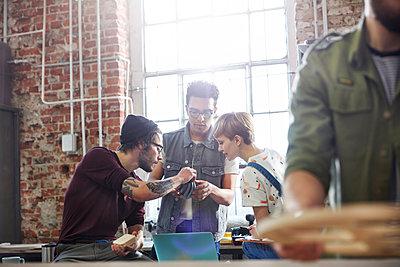 Designers examining prototype in workshop - p1023m1486395 by Agnieszka Olek