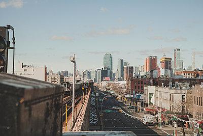 U-Bahnstation New York und Skyline - p1345m1225490 von Alexandra Kern