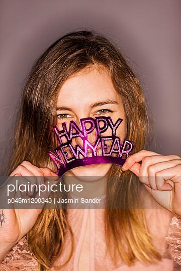HAPPY NEW YEAR - p045m1200343 von Jasmin Sander