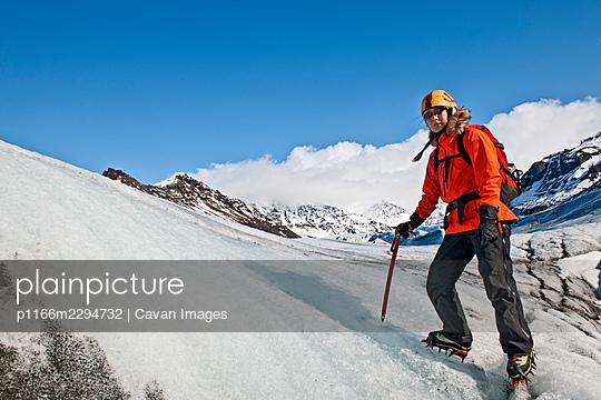 climber exploring the Svinafellsjokull glacier at Skaftafell / Iceland - p1166m2294732 by Cavan Images