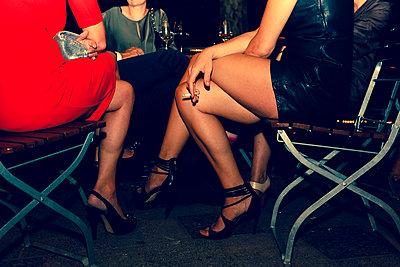 Frauenbeine - p432m854482 von mia takahara