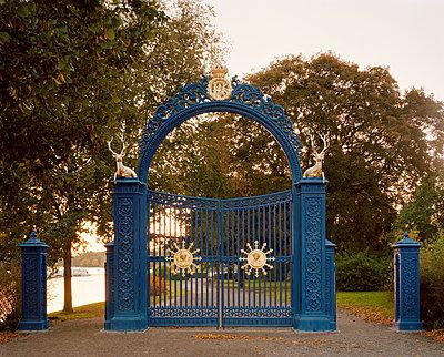 Tor zum Park Djurgården in Stockholm - p972m1160310 von Felix Odell