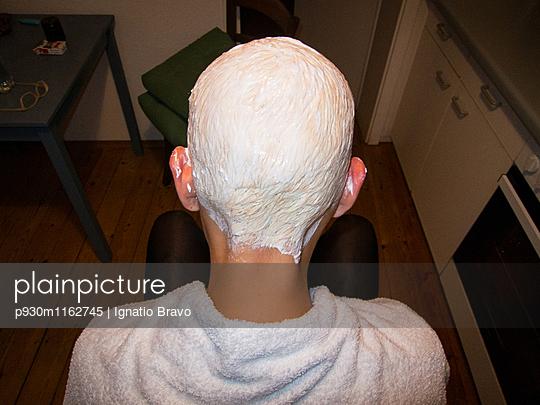 Blondierung - p930m1162745 von Phillip Gätz