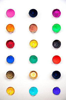 Round Palette Watercolors  - p1248m2109273 by miguel sobreira