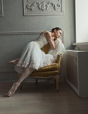 Sitting ballerina - p1476m1564074 by Yulia Artemyeva