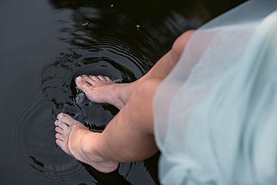 Splashing with the feet - p310m2021337 by Astrid Doerenbruch