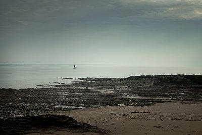 Frankreich, Kervoyal, Küste - p910m2237729 von Philippe Lesprit