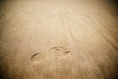 High angle view of foot mark on sand at beach - p1166m1473492 by Cavan Images