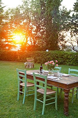 Kleines Gartenfest - p533m1182330 von Böhm Monika
