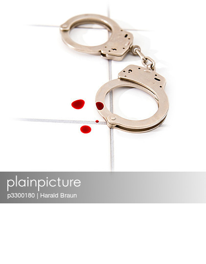 Handschelle und Blutstropfen - p3300180 von Harald Braun