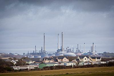 Dorf und Fabrik - p1057m1010297 von Stephen Shepherd