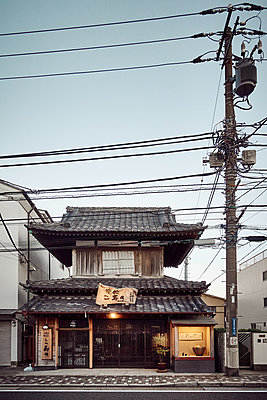 Japan, Traditionelles Haus  - p851m2077324 von Lohfink