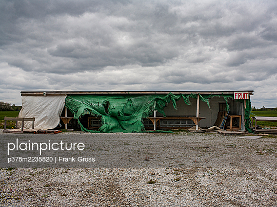 Abandoned fruit stand - p378m2235820 by Frank Gross