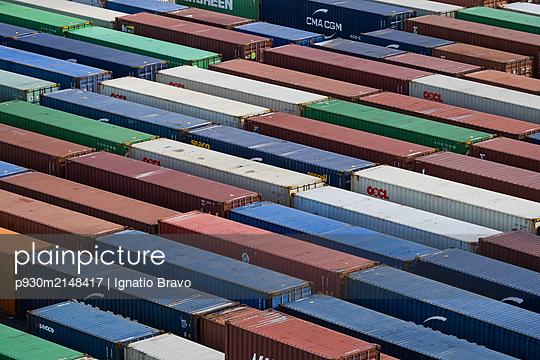 Cargo container - p930m2148417 by Ignatio Bravo