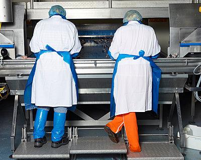 Fabrikarbeiter - p1188m1002945 von Henk Wildschut