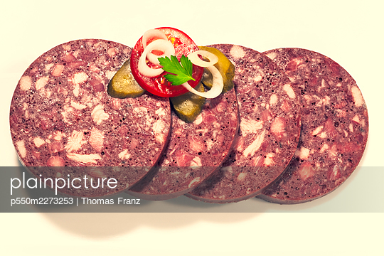 Slices of black pudding - p550m2273253 by Thomas Franz