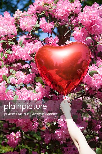 Liebe im Frühling - p045m1149706 von Jasmin Sander