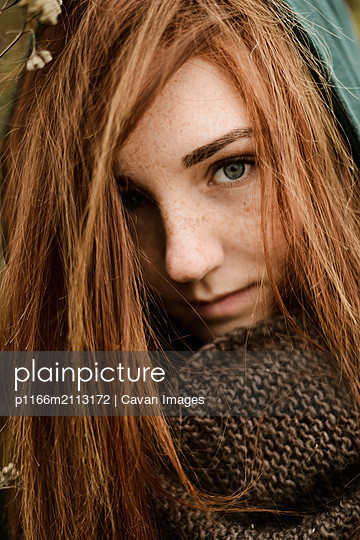 Close-up portrait of teenage girl with red hair - p1166m2113172 by Cavan Images