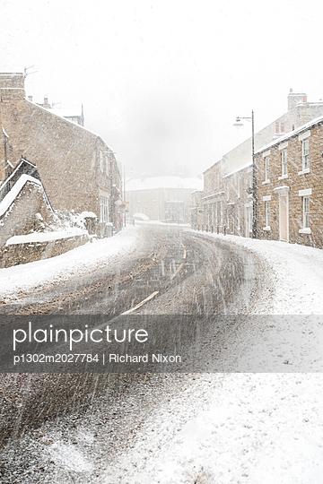 A heavy fall of snow at English village - p1302m2027784 by Richard Nixon