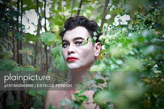 Portrait of a drag queen in the green land - p1513m2043995 by ESTELLE FENECH