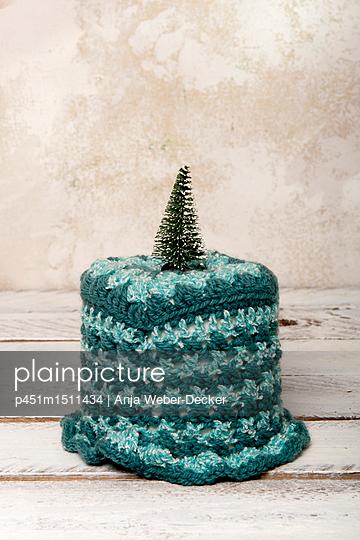 Weihnachtliche Klopapier Verzierung - p451m1511434 von Anja Weber-Decker